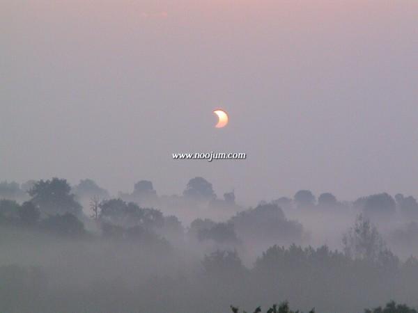 EclipseSoleil1_meeckers_full.jpg