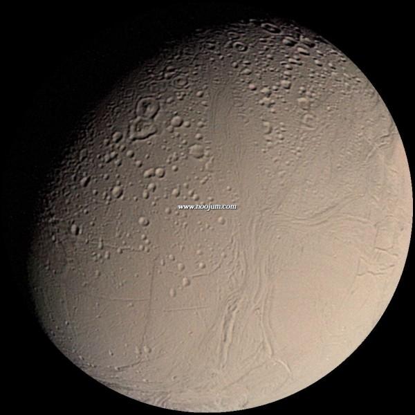 enceladus_voyager2_big.jpg